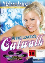 Anna Lavatos Catwalk